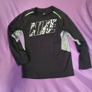 Youth size medium Nike Top longsleeve